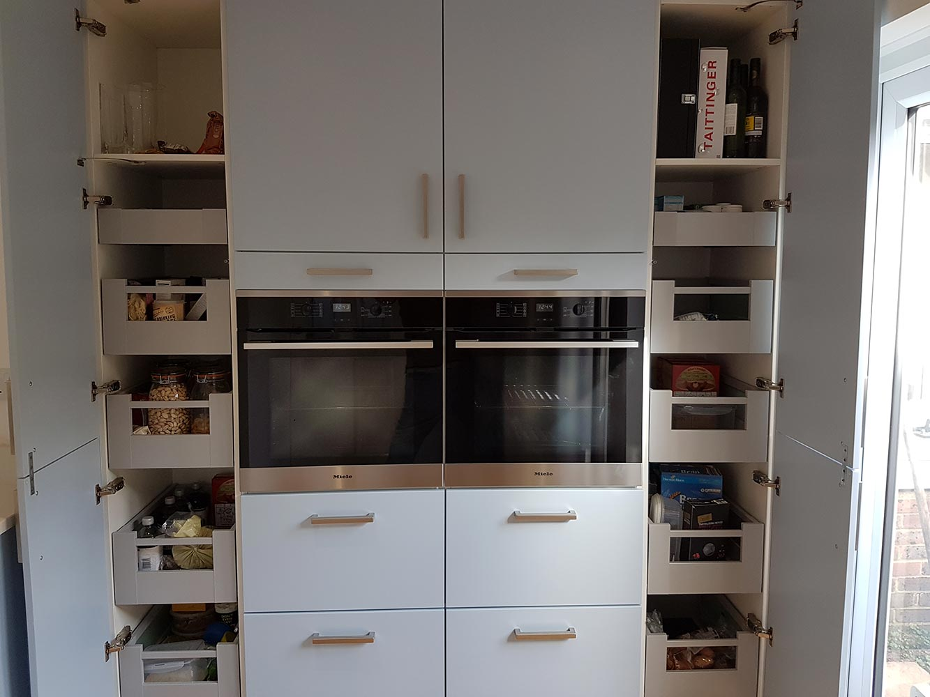 Matt and Gloss Handleless Kitchen - Sussex
